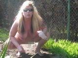 Amateurvideo Gartenarbeit Nackt von sweetsassi