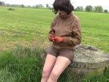 Amateurvideo Retro Frau Rauchen und pissen von bondageangel