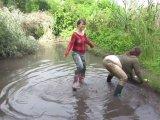 Amateurvideo bathing in mud boots (3) von Arabika