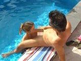 Amateurvideo Krasses Cumshot-Finale am Pool von LissLonglegs