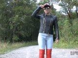 Amateurvideo Praller JEANS Arsch - rote LEDERSTIEFEL von Sandy4Love