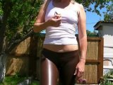 Amateurvideo Outdoors in Camel Toe Leggins Löcher in T-Shirt schneiden von sexyalina
