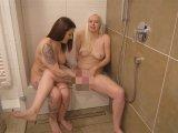 Amateurvideo Freundinnen unter sich - Mega Squirt! von SophiaGold