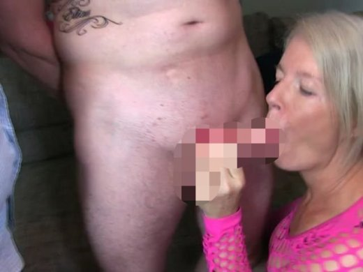 Amateurvideo Cuckold muss Fremdschwanz in meinem Mund abwichsen! von KissiKissi