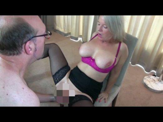 Amateurvideo Büro-Sklave muss Sperma schlucken!! von KissiKissi