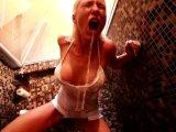 Amateurvideo Abartig perverse XXLPiss-Dusche mit Spermafinale! von Daynia