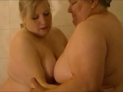 Wenn die dicken Damen duschen