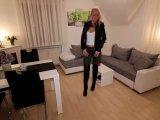 Amateurvideo Verhurte Stiefschwester bekommt es TIEF in den ARSCH! von Daynia