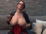 Amateurvideo Pralle Milch-Titten von BusenMaus80