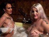 Amateurvideo Nasse Fotzen in der Badewanne von SarahAndyStar