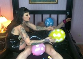 LadyVampira - Sexy Balloon Domination 1/2