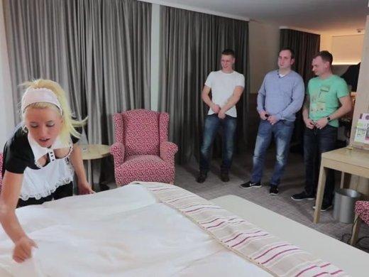Amateurvideo AO Gangbang mit Massenbesamung! Der verfickte Zimmerservice! von Daynia