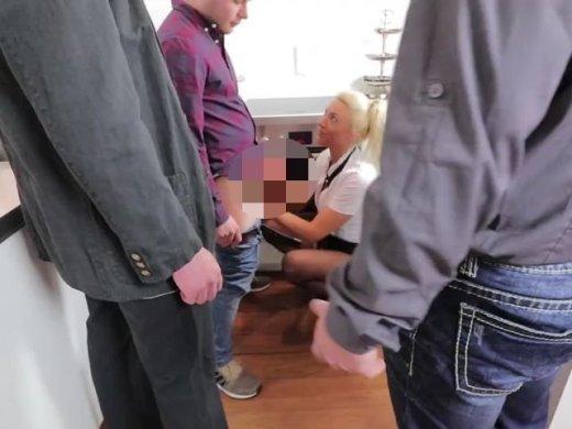 Amateurvideo Büro-Fick-Orgie mit XXL Bukkake Finale! MMMF 4-ER von Daynia