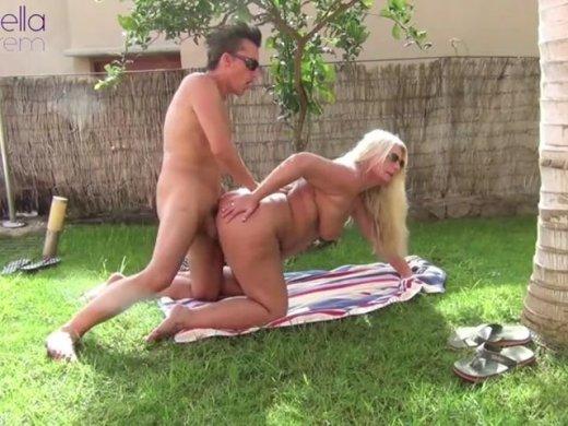 Vom Poolboy im Urlaub am Outdoor Pool gefickt worden Teil 1