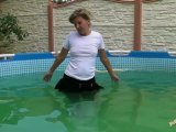 Amateurvideo In Minirock und Strumpfhose mit Waders im Pool from sexyalina