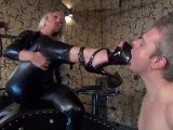 Amateurvideo High Heels und Aschenbecher Sklave von Calea_Toxic