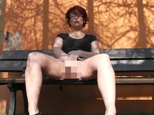 Amateurvideo Im Park masturbiert from Popp_Sylvie