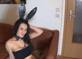 FrankaFrivol - Eiersahne fuer Oster-Bunny