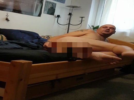 Amateurvideo Analspiele mit fetten Dildos from caxix807